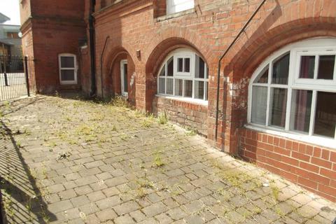 Studio to rent - Charles House, Park Row