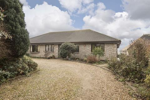 4 bedroom bungalow for sale - Coach Lane, Redruth