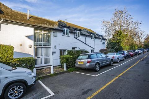 2 bedroom maisonette for sale - Station Approach, Chipstead, Coulsdon