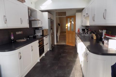 2 bedroom flat to rent - Mumbles