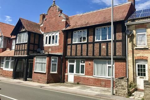 2 bedroom apartment for sale - Close to Town with Parking.