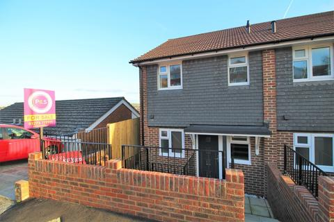 3 bedroom end of terrace house for sale - Lambourne Close, Brighton, BN1 7FJ