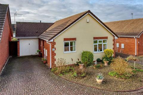 2 bedroom detached bungalow for sale - 5, Hazelmere Drive, Castlecroft, Wolverhampton, West Midlands, WV3