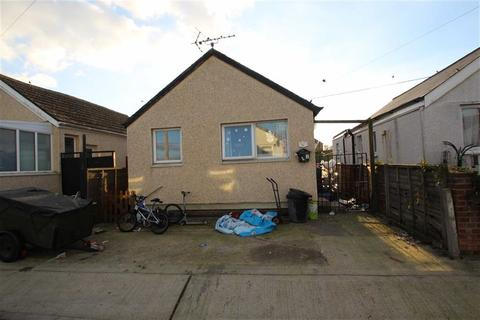 2 bedroom detached bungalow for sale - Essex Avenue, Jaywick