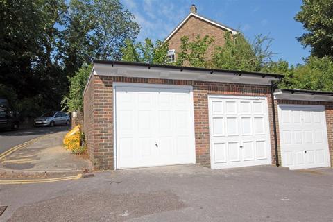 Garage to rent - Withdean Rise, Withdean, Brighton