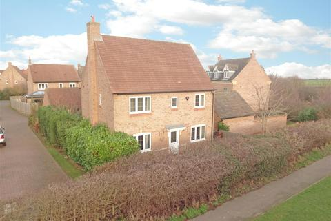 4 bedroom house for sale - Hillcrest Drive, Loughborough