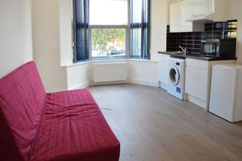 Studio to rent - Kirchen Road, Ealing