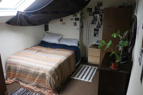 6 bedroom property to rent - 4 Buckingham Mount, Headingley, Six Bed, Leeds