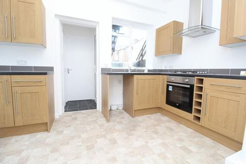 2 bedroom apartment to rent - Gladstone Avenue, Wood Green, N22