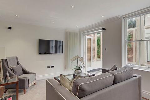 3 bedroom apartment to rent - Garden House