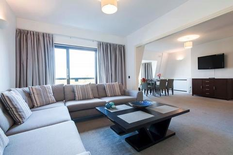 4 bedroom apartment to rent - Strathmore Court