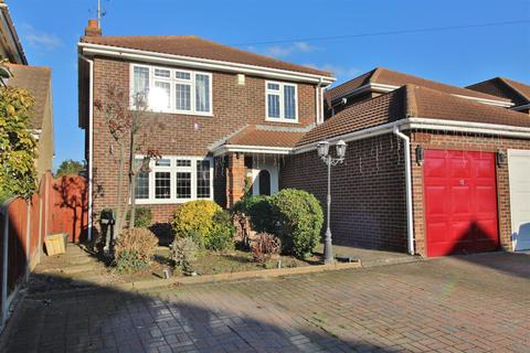 4 bedroom detached house for sale - Steli Avenue, Canvey Island