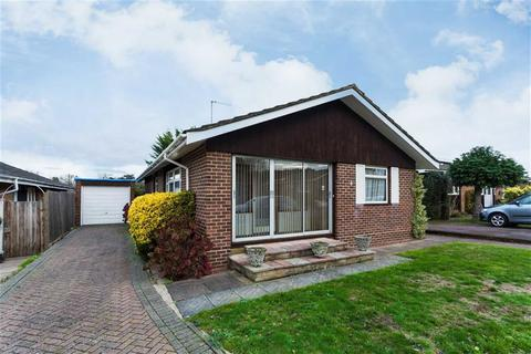 3 bedroom detached bungalow for sale - Curzon Place, Pinner, Middlesex