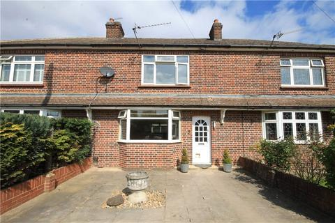 3 bedroom terraced house for sale - St Pinnock Avenue, Staines-upon-Thames, Surrey, TW18