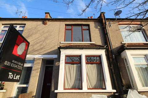 3 bedroom semi-detached house to rent - Rochdale Road London SE2