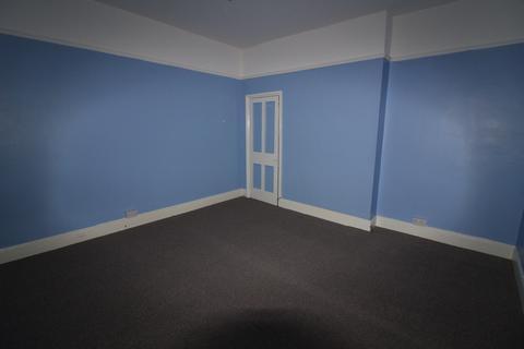 2 bedroom flat to rent - Flat 5a, College Street, Sutton HU7 4UE