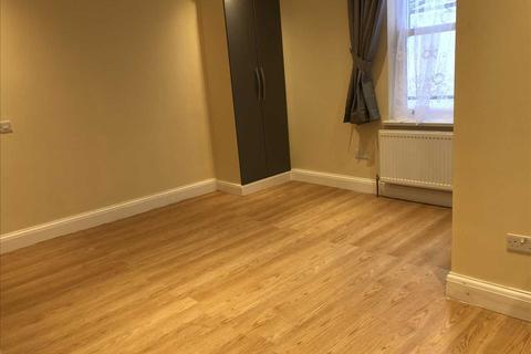 Studio to rent - Camden Road, Camden Town