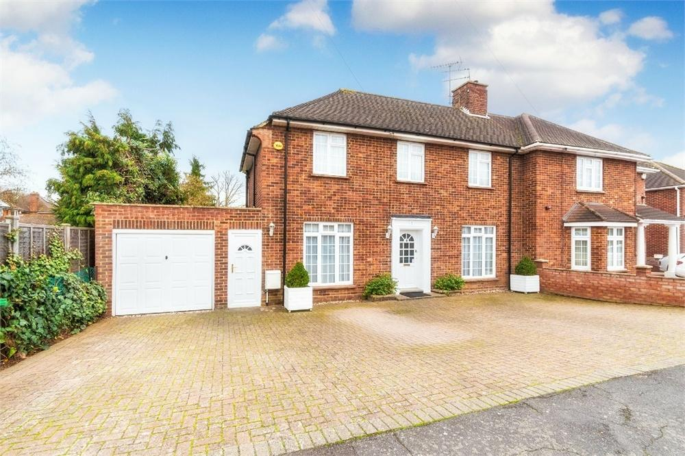 3 Bedrooms Semi Detached House for sale in Drake Avenue, Langley, Berkshire