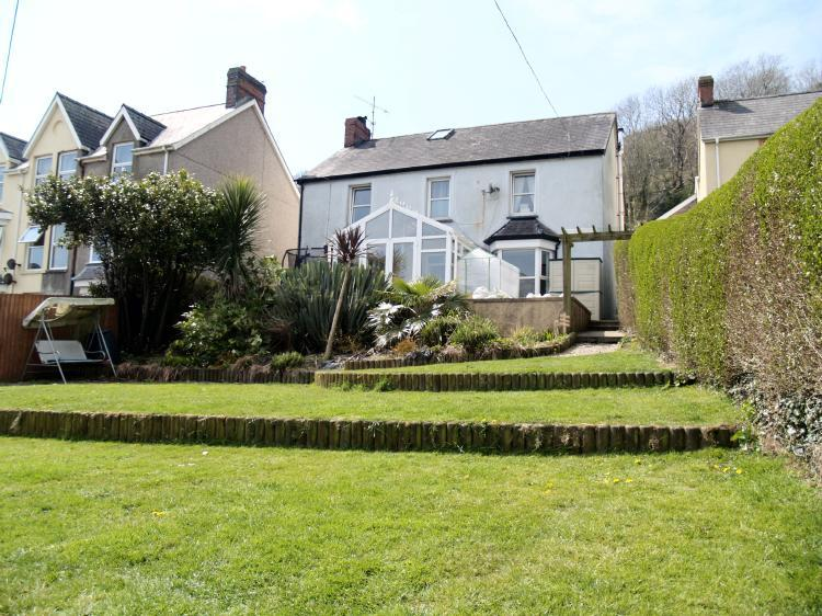 6 Bedrooms Detached House for sale in Bronheulog, Pendine, Carmarthenshire