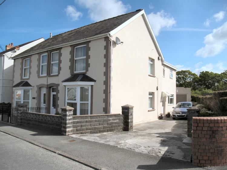 3 Bedrooms Semi Detached House for sale in Disgwylfa, Station Road St Clears, Carmarthenshire