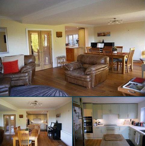 4 bedroom detached house for sale - Hurst, Berkshire.