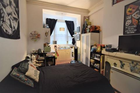 Mixed use to rent - Oriental Place, Brighton -P491