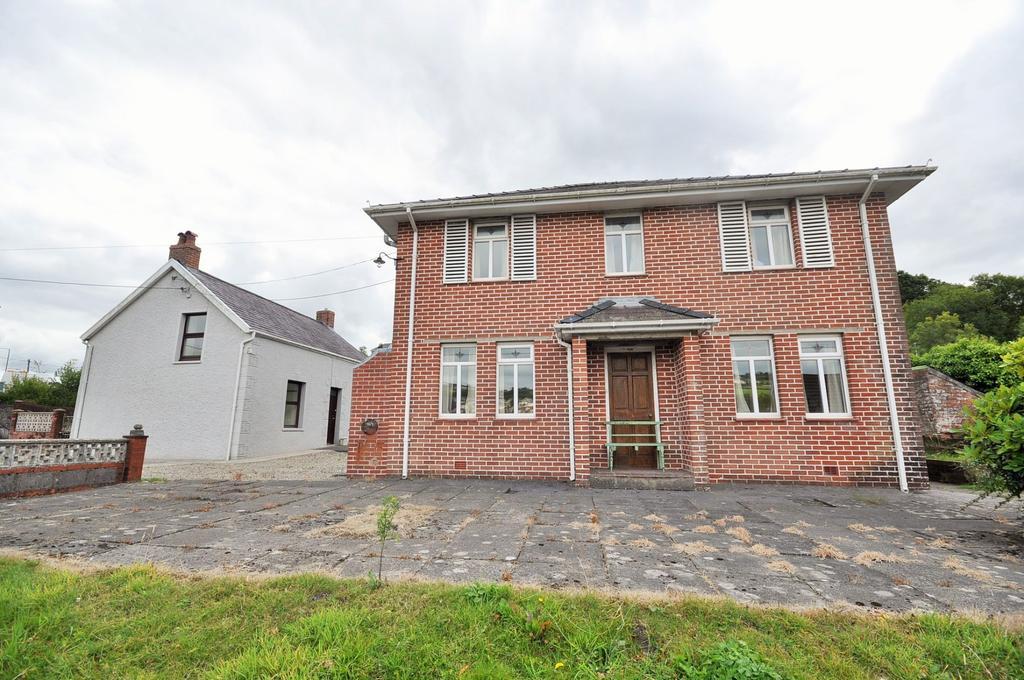 5 Bedrooms Detached House for sale in 1 3 Heol Y Parc, Pontyberem SA15 5HW