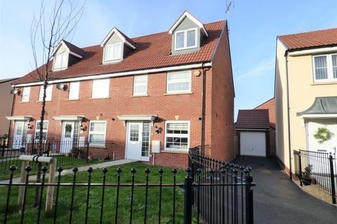3 bedroom end of terrace house for sale - Pevensey Place Kingsway, Gloucester