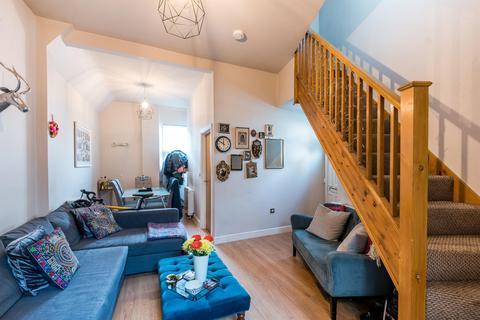 3 bedroom semi-detached house for sale - Casterton Street, London, E8