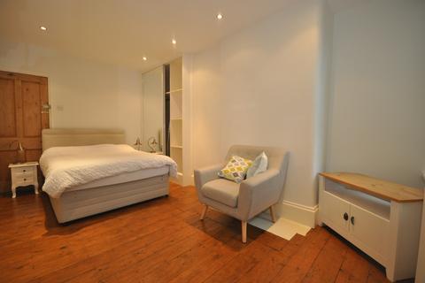 Studio to rent - Havelock Road Southsea PO5