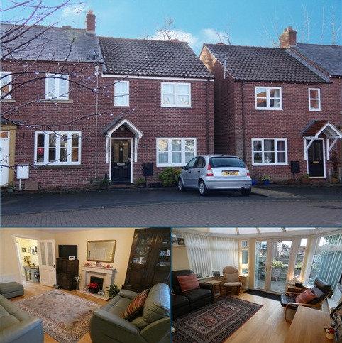 3 bedroom terraced house for sale - 15 Wellington Gardens Ripon HG4 1DL