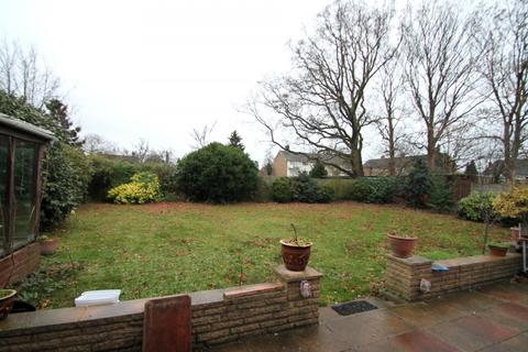 3 bedroom detached house to rent - Saint Paul's Close, Ashford, TW15