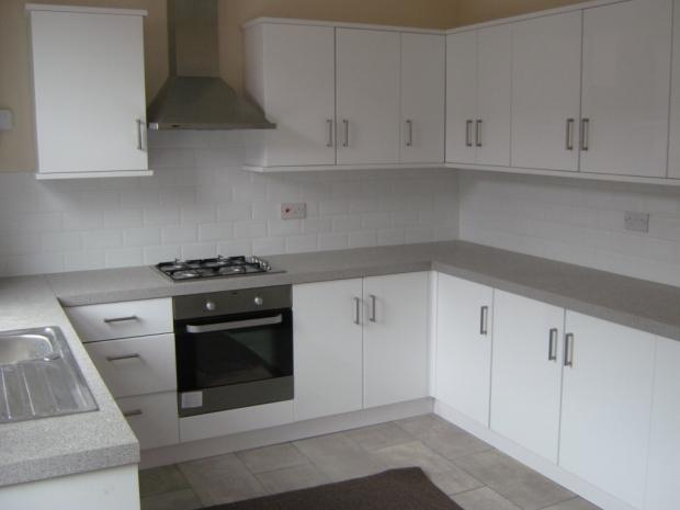 2 Bedrooms Terraced House for rent in Gordon Street Leigh