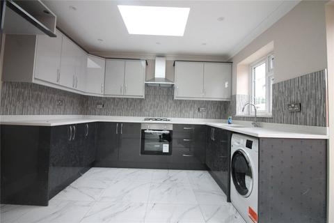 3 bedroom semi-detached house to rent - Balmoral Drive, Hayes, UB4