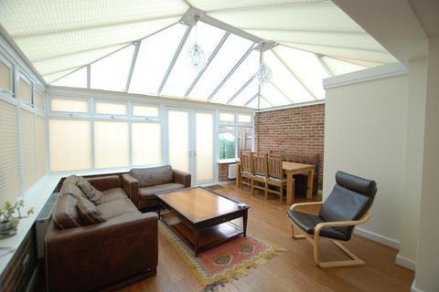 4 bedroom detached house to rent - Churston Drive, Morden, sm4 4jb