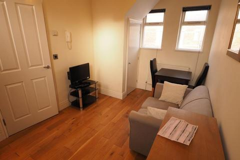 1 bedroom apartment to rent - Quaker House, 4 Percy Street, Hull, HU2 8HH