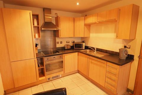 2 bedroom apartment to rent - Queens Court, 50 Dock Street, Hull, East Yorkshire, HU1 3DL