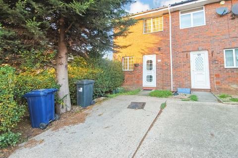 2 bedroom terraced house to rent - Lancaster Road, Northolt