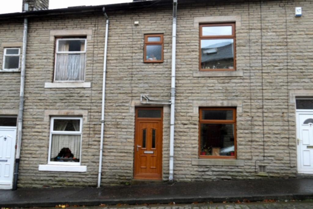 3 Bedrooms Terraced House for sale in CLEVELAND STREET TODMORDEN