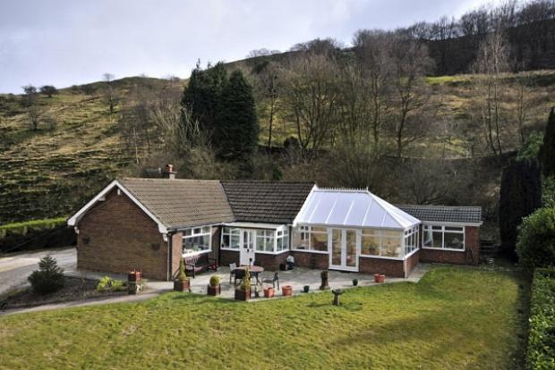 3 Bedrooms Detached Bungalow for sale in Ramsden Wood Road Walsden