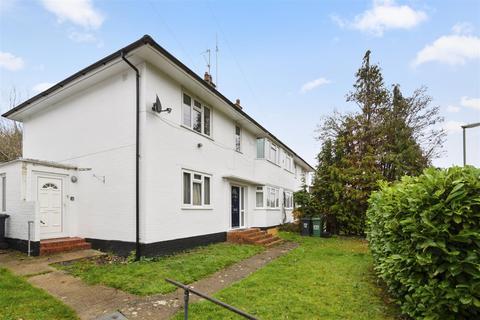 2 bedroom maisonette for sale - Hornbeam Road, Reigate