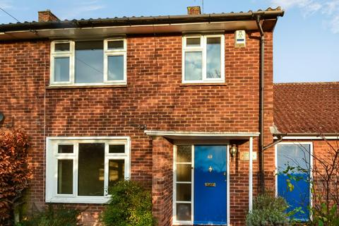 3 bedroom semi-detached house to rent - Ross Crescent, Watford