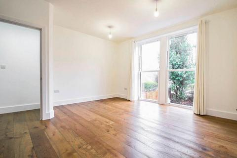 2 bedroom end of terrace house to rent - Evering Road, E5