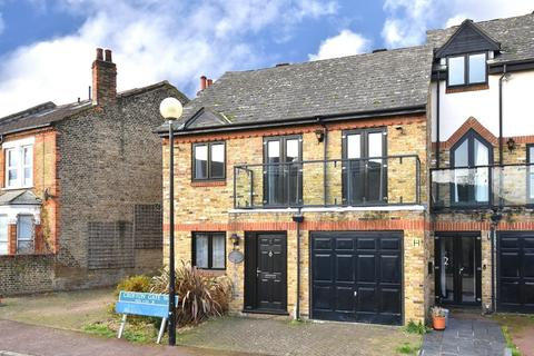 3 bedroom semi-detached house for sale - Croftongate Way SE4