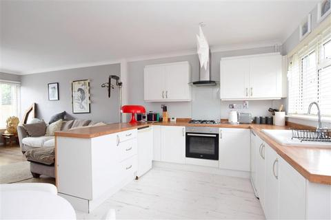 2 bedroom terraced house for sale - Carden Hill, Hollingbury, Brighton, East Sussex