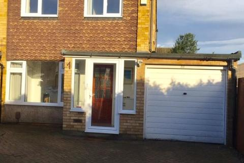 3 bedroom house to rent - Courtfield Road, Ashford, TW15