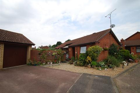 2 bedroom bungalow for sale - Lapwing Close, East Hunsbury, Northampton