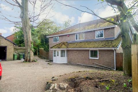 6 bedroom detached house to rent - Silksworth Hall Drive, Sunderland, Tyne and Wear, SR3 2PG