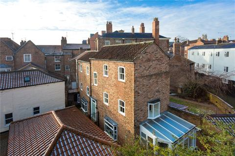 4 bedroom end of terrace house for sale - Malt Shovel Court, Walmgate, York, YO1