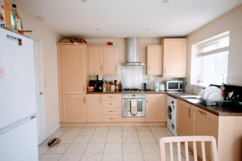 1 bedroom house share to rent - Thatcham Avenue, Kingsway, Gloucester, GL2 2BJ